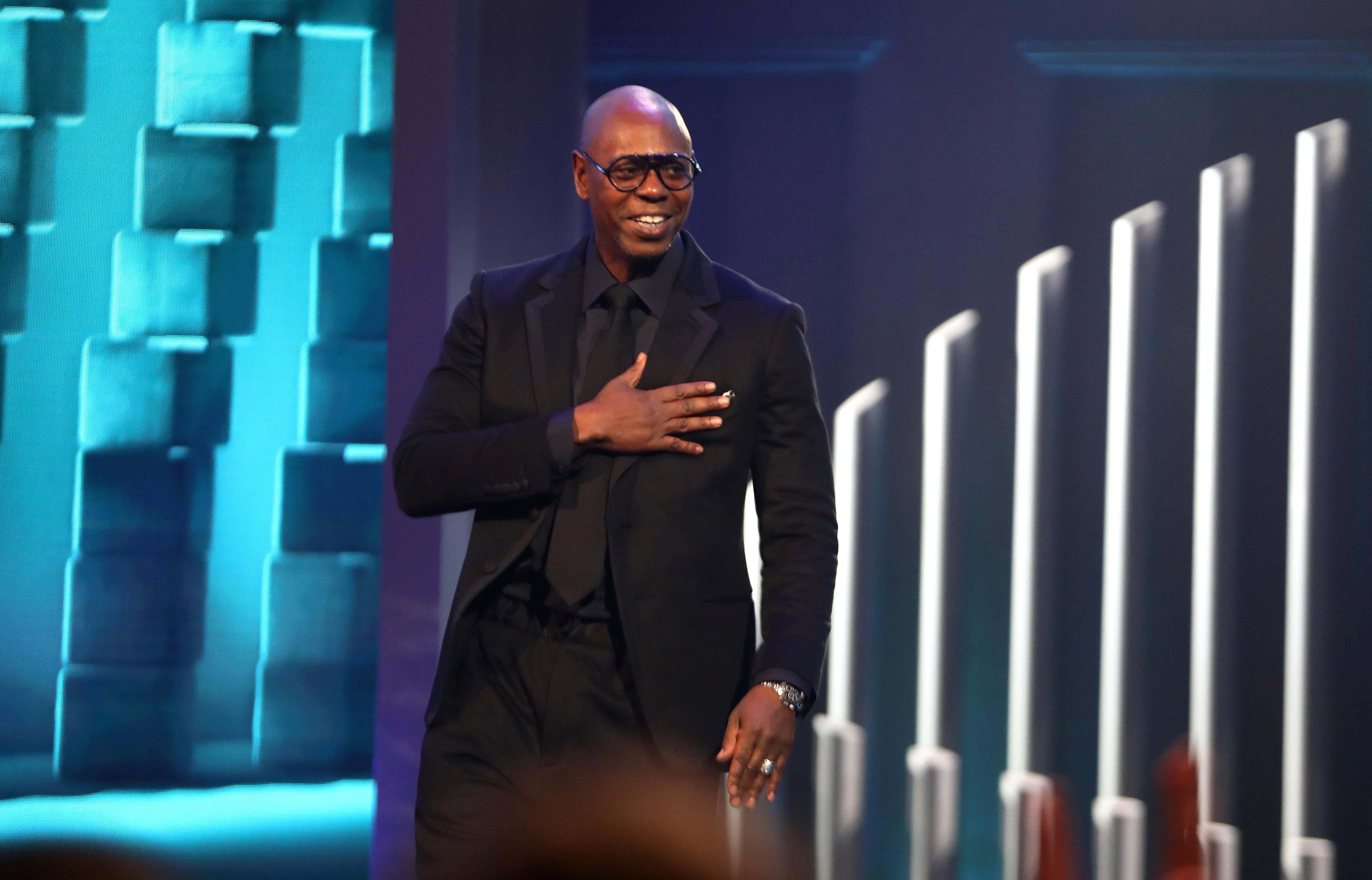 maryland raised dave chappelle lights up the kennedy center in accepting mark twain prize baltimore sun 2