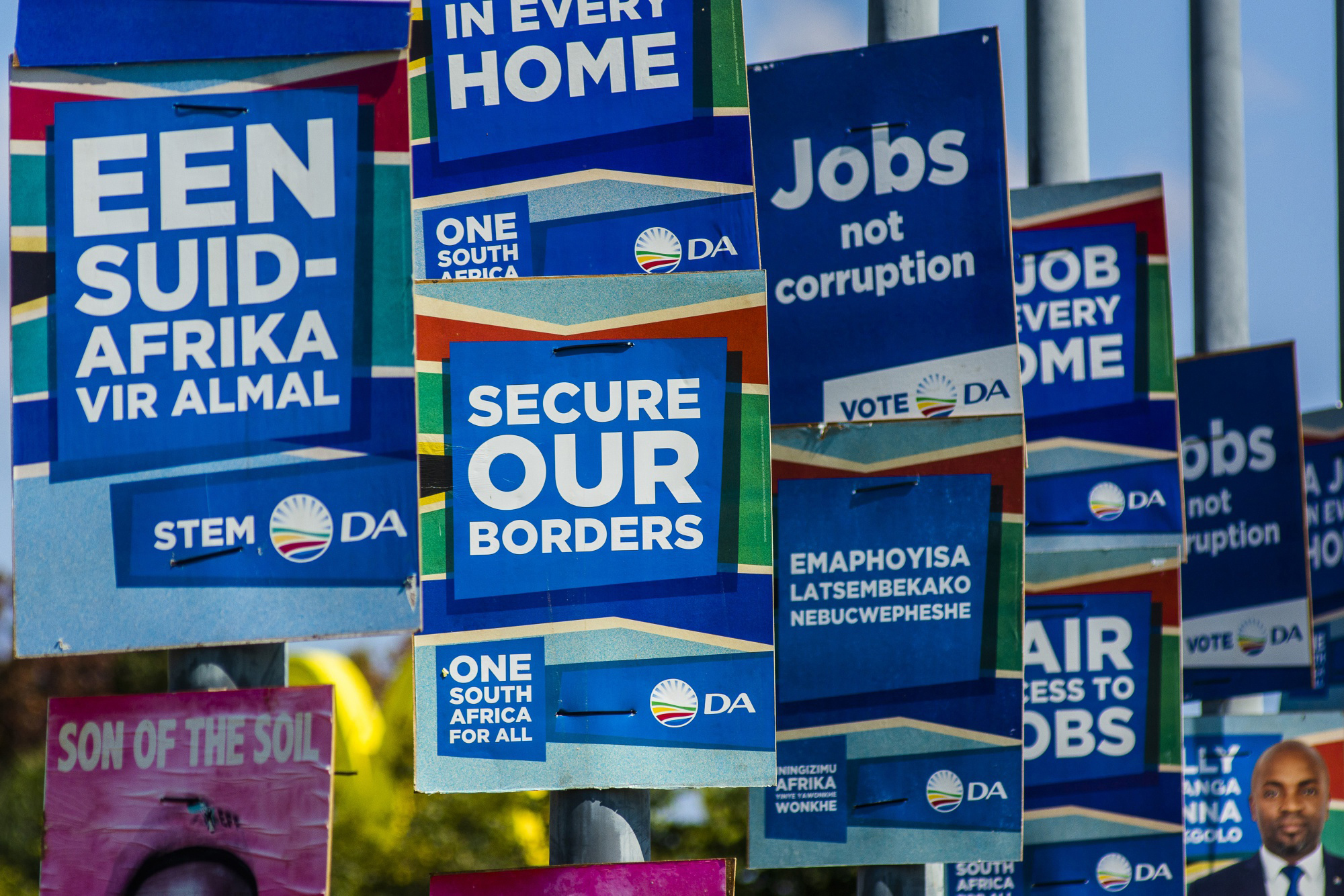 A Democratic Alliance party general election campaign poster reads 'secure our borders' in Pretoria, South Africa, on April 18, 2019. MUST CREDIT: Bloomberg photo by Waldo Swiegers.