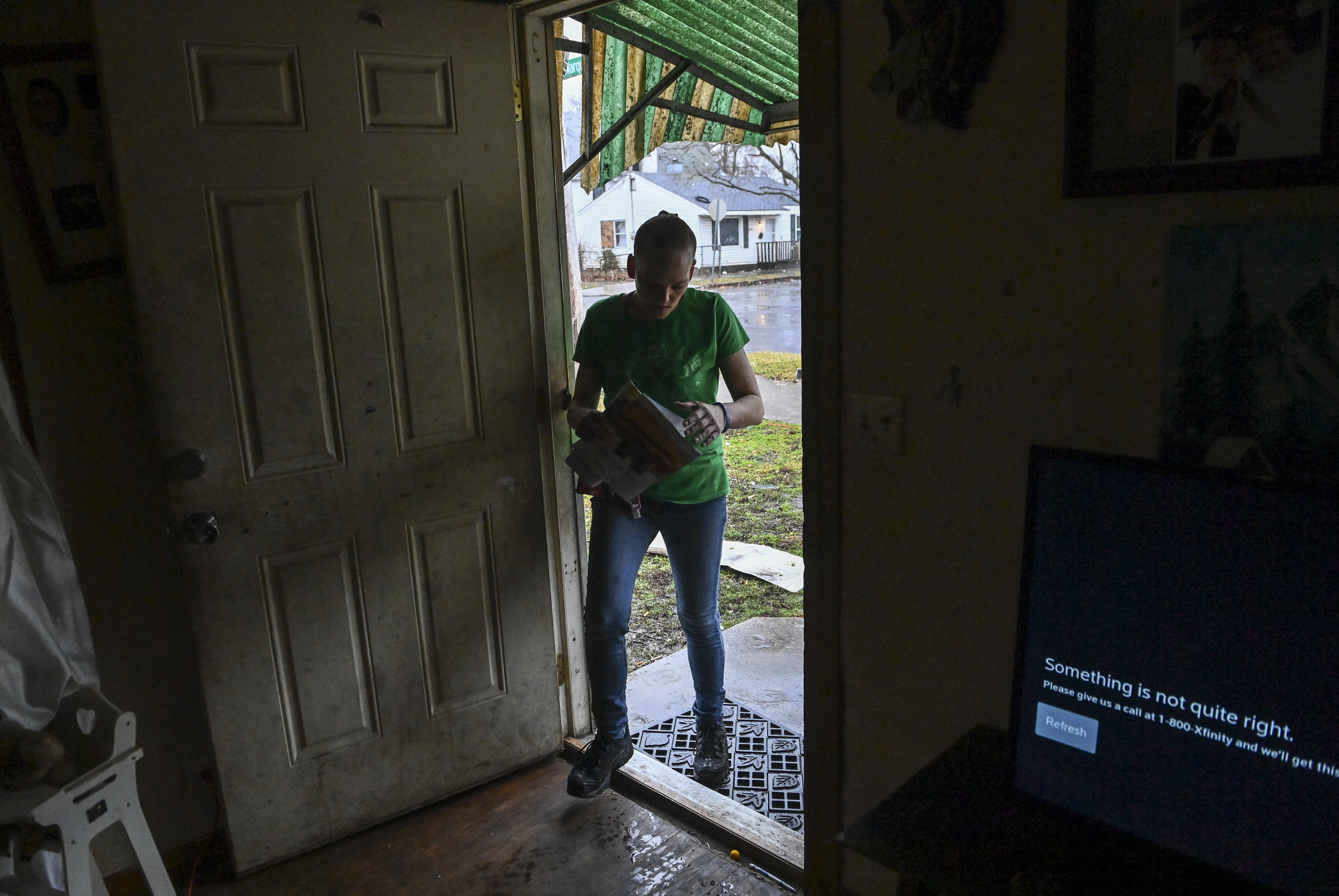 Shawna hopes to find her stimulus check in the mail. MUST CREDIT: Washington Post photo by Ricky Carioti